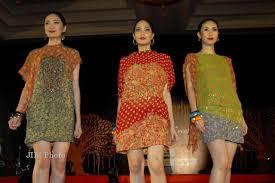 Toko Batik Danar Hadi fashion show danar hadi eksplorasi motif flora dan fauna