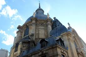 a walking tour of the best baroque architecture in paris