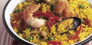cuisiner une paella paella au poulet et aux moules recette sur cuisine actuelle