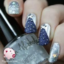 piggieluv textured christmas tree nail art