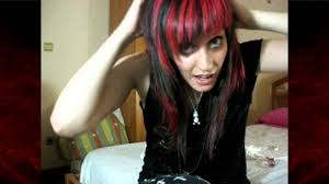dark hair bright red highlights mechas rojas intensas pelo