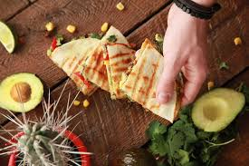 avocat cuisine quesadillas à l avocat boeuf et poivron rôti max l affamé