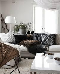 déco coussin canapé gros coussin de canapé le gros coussin pour canap en 40 photos