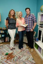 tori spelling and valspar paint support habitat for humanity