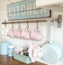 shabby chic kitchen decorating ideas pikkumökki yksi idea mukien säilytystä varten huomaa värit