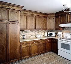 teindre armoire de cuisine décapage armoires de cuisine vieux chêne restaurées en chêne foncé