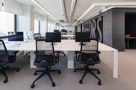 Open Floor Plan Office by A Tour Of Seedrs U0027 Elegant New Lisbon Office Officelovin U0027
