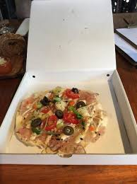 cuisine mauve tuna pizza served in a mini pizza box picture of cafe restaurant
