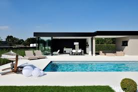 william poole designs modern family home with glass swimming pool idesignarch loversiq