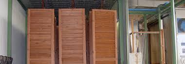 persiane legno verniciatura persiane e finestre in legno falegnameria adda