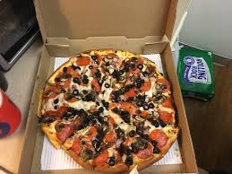 round table pizza keizer oregon pizza caboose 40 photos 91 reviews pizza 11670 sw pacific