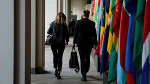 siege du fmi les salaires des employés du fmi dans le collimateur des états