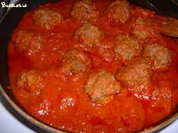 cuisiner boulette de viande boulettes épicées de boeuf à la sauce tomate accompagnées de ses