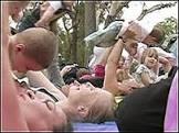 Ginástica de mãe com bebê faz sucesso nos EUA