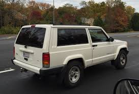 white jeep 4 door file jeep cherokee xj 1997 u20132001 sport 2 door in white jpg