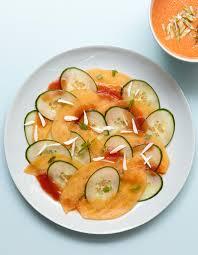 cuisiner les concombres carpaccio melon concombre pour 4 personnes recettes à table
