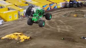 grave digger monster truck videos youtube monster trucks grave digger youtube