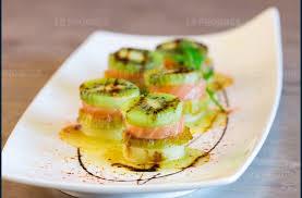 recette cuisine du jour la recette du jour bouchées de kiwi au saumon