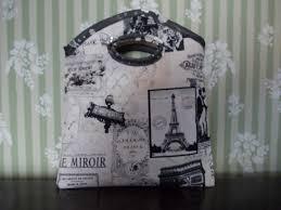tissus motif paris petit sac en tissu coton doublé motif paris avec un bouton strass