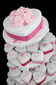 hochzeitstorte aus gips die besten 25 hochzeit cupcakes ideen auf brautparty