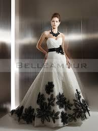 robe de mari e noir et blanc de mariée moderne noir blanc dos nu coeur fleur ruban a ligne longue