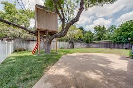 quarter acre lot in dallas tx 75244 with treehouse mature trees