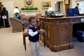 file child playing with oval office telephone jpg wikimedia commons