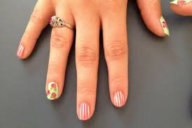 10 small nail designs for people with short nails or tiny nailbeds