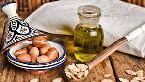 huile d argan cuisine l huile d argan de la peau à l assiette remèdes plantes santé