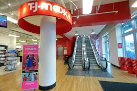 shoppers new tj maxx on opening day on newbury boston