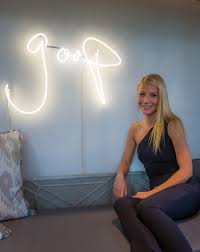 a hungry gwyneth paltrow fails the food stamp challenge after four
