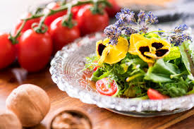 Salad With Edible Flowers - 15 edible flower ideas food photography