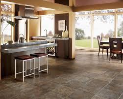 plan de travail cuisine en zinc cuisine avec un plan de travail en zinc et un sol en ardoise