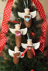 piñas decoradas forma de angelitos navidad pinterest