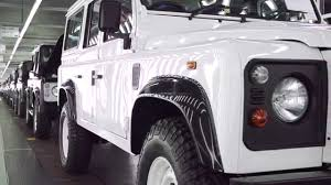 land rover discovery inside building the land rover defender inside solihull 2015 youtube