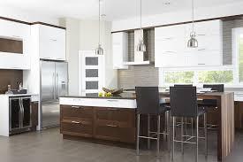 cuisine brun et blanc cuisine contemporaine en mdf laqué blanc pur armoires de style