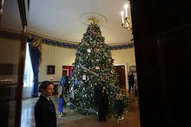 changing the christmas tree at the white house