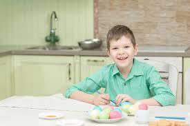 cuisine enfant garcon peu coloration de garçon d enfant eggs pour des vacances de