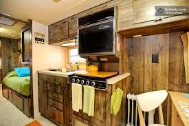 cuisine caravane américaine dans une caravane vintage au