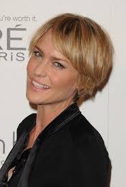 razor cut hairstyles for women over 40 layered short choppy razor cut for mature lady robin wright penn
