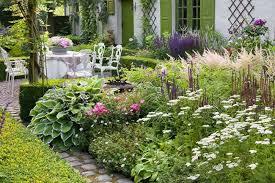 Pretty Garden Ideas A Pretty Garden Idea With Outstanding Plants