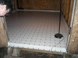 linoleum flooring rolls 1000 ideas about bathroom lino on