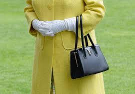 queen handbag how queen elizabeth uses her purse to send secret messages