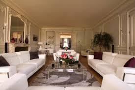 salon du luxe canape cuir luxe appartement face au parc monceau myproperties