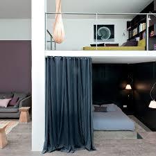 cloison pour chambre chambre mezzanine loft avec rideau de séparation idée de cloison