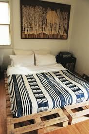 Kleines Schlafzimmer Nur Bett 52 Diy Palettenbett Designs Möbel Schlafzimmer Zenideen