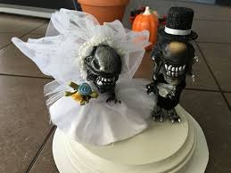 Halloween Wedding Cake Toppers Alien U0026 Predalien Cake Topper 5 Steps With Pictures