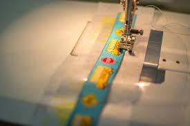 ribbon and vinyl zipper pouches free tutorial u2014 sewcanshe