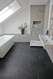 Wohnzimmer Einrichten Dunkler Boden Sandsteinfarbene Fliesen Bad Dunkler Boden Ruhbaz Com