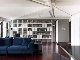 bibliothek wohnzimmer regalkombination haus bibliothek einrichten wohnzimmer sofa blau